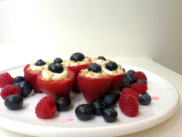 finished red white and blue cheesecake strawberries2