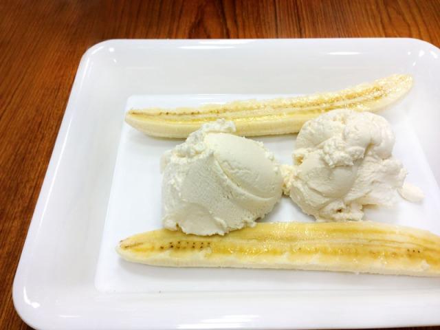 Sliced banana and ricotta